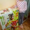 Naroa recibe su regalo de Reyes magos